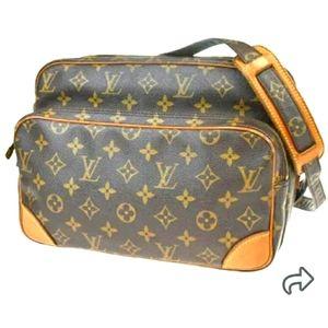 Louis Vuitton monogram purse/LV DUSTBAG included.